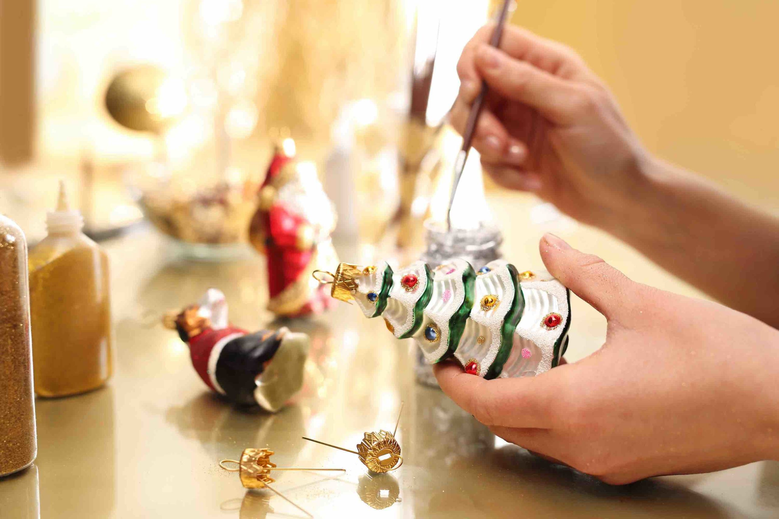 Decorating Christmas ornaments